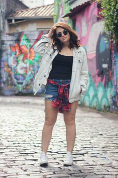 Look da Ka: Jaqueta jeans boyfriend e camisa xadrez