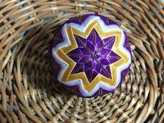 Dekorácie - vianočné patchworkové gule fialovo-bielo-zlaté - 7148596_
