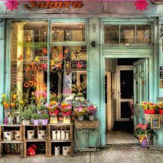 Page 1 - wattpad flower market, flower shops, shop fronts, boutique store. Boutique Store Front, Flower Shop Interiors, Design Interiors, Flower Shop Design, Cute Store, Flower Market, Flower Shops, Shop Fronts, Garden Shop