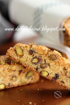 dailydelicious: Pistachio and chocolate chips Biscotti: special treat for everyone!