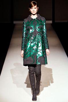 Tutanium + Ultrmarine Green: Alberta Ferretti  - Pasarela