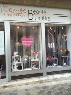 Décoration vitrine saint Valentin chez une esthéticienne By Planning de Reve