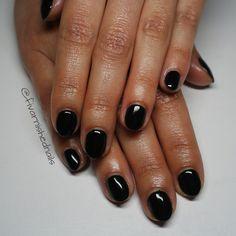 You can't go wrong with #blacknails 💅 Clean, crisp black short nails will always look good! Using Black Shadow by @gelish_official #blacknails #nailswag #nailsonfleek #notd #nailsofinstagram #notpolish #nailtech #nailart #nailartist #gelmanicure #gelish #makethemgelish #nailsmagazine #showscratch #shortnails #naturalnails #gelpolish #nailtech #dublinnails #dublinireland #ireland