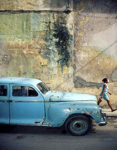 car. How long did photog wait for the girl to arrive? Did he dress her, pay her, recolour her dress? Great pic all the same!