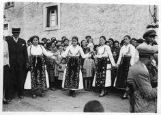 Arachova. Boeotia.  Easter dance. 1933; Dorothy Burr Thompson. Greek Traditional Dress, Greece Photography, Great Photographers, Folk Music, Folk Costume, Back In The Day, Memories, Dance, Black And White
