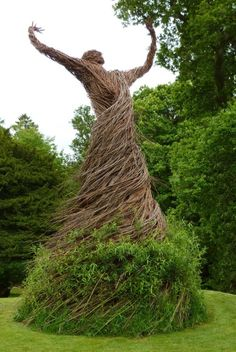 redkingofsulphur:  The Whirling Dervishwas a willow sculpture by artistTrevor Leatthat was installed in 2012 at Shambellie House, in New Abbey, Dumfries and Galloway, Scotland. Leat is known for his work with willow trees, which he grows organically for use in furniture, baskets, and sculptures.