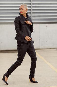 All black - all basic - all fab Urban Fashion, Womens Fashion, Street Fashion, High Fashion, Bald Head Women, Micah Gianelli, Chic Over 50, Fashion Sketchbook, Boyfriend Style