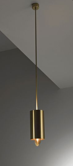 Tubo Sospensione MF 40 - Hanging lamp in brushed brass with adjustable ring. By Mikael Fabris | Laurameroni