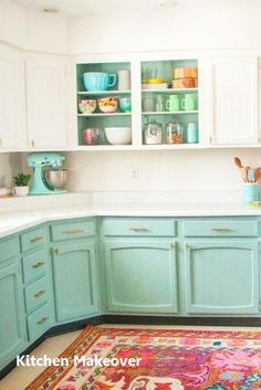 New Kitchen Makeover Ideas Amazing and Cheap Kitchen Makeover Ideas – cheap kitchen cabinets Cheap Kitchen Makeover, Kitchen Redo, New Kitchen, Kitchen Ideas, 1950s Kitchen, Retro Kitchen Decor, Green Kitchen, Painted Kitchen Cupboards, Annie Sloan Kitchen Cabinets