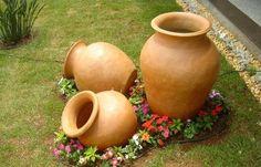 Gradina din ghiveci – 14 Idei de amenajari cu flori acoperitoare la sol Am numit-o simbolic gradina din ghiveci si vrem sa va aratam in acest articol cele mai frumoase idei de amenajari cu flori acoperitoare la sol http://ideipentrucasa.ro/gradina-din-ghiveci-14-idei-de-amenajari-cu-flori-acoperitoare-la-sol/