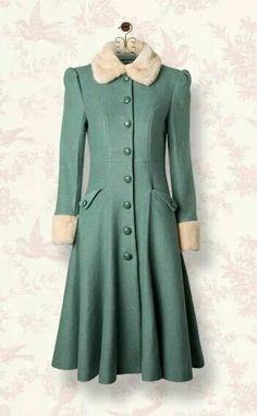 La mode n'est qu'un éternel recommencement, la preuve avec ce manteau inspiré des années 1940.