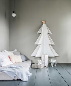 It's that time of the year where I round up my favorite finds and ideas to create a holiday tree, without a tree: Alternative Xmas trees, 2017 edition! Alternative Christmas Tree, Diy Christmas Tree, Christmas Pictures, All Things Christmas, Christmas Wreaths, Xmas Trees, White Christmas, Office Christmas Decorations, Xmas Tree Decorations