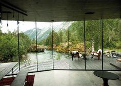 Espectacular casa usada para la película futurista Ex Machina cuyo diseño es inspirador para darnos ideas de cómo decorar nuestro interior...
