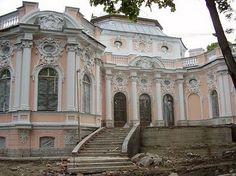 The home of Vadim and Viktor Stepanov would not have been this grand, but the photo represents russian baroque architecture and the terraced entry I describe when Hadrian comes to meet with the Russians. Renaissance Architecture, Victorian Architecture, Architecture Old, Historical Architecture, Amazing Architecture, Romanov Palace, Villa, Home On The Range, Rococo Style