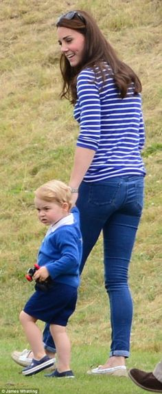 And it's been a mere six weeks since Kate, 33, gave birth to her second child, Princess Charlotte, but already she appears to have sprung back into shape as she strolled round in a pair of skinny jeans and a downstated breteon top 14 June 2015