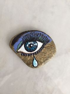 Eyes of stoneBest eye ball I've ever seen Painted Pavers, Painted Rocks Craft, Hand Painted Rocks, Pebble Painting, Pebble Art, Stone Painting, Rock Painting Patterns, Rock Painting Ideas Easy, Abstract Face Art
