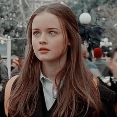 Rory Gilmore Hair, Rory Gilmore Style, Gilmore Girls Quotes, Girlmore Girls, Miranda Cosgrove, Alexis Bledel, Film Serie, Pretty People, Girl Hairstyles