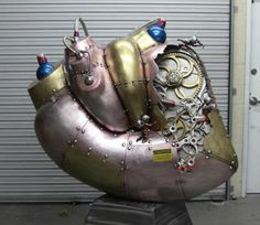 A children's hospital in Vegas gets a stunning 5-foot tall heart sculpture with working gears
