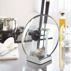 本日は一家に一台あると嬉しい「お玉&鍋ふたスタンド タワー」のご紹介です。調理中に置き場所に困る、お玉や鍋の蓋をスリムに縦置きすることができます◎タブレットやレシピ本なども立てて置ける設計になっておりますので、調理中にも、お鍋のときに食卓でも大活躍です。 ■size 約W10×D10×H15cm #home#tower#モノトーンインテリア#スタイリッシュ#キッチン#レシピ本#キッチン収納#お玉スタンド#なべ蓋収納#レシピスタンド#ブックスタンド#北欧雑貨 #整理整頓 #整理収納 #暮らし #丁寧な暮らし #ホワイトインテリア#モノトーン#シンプルライフ #おうち #収納 #シンプル #モダン #便利 #おしゃれ #雑貨 #yamazaki #山崎実業