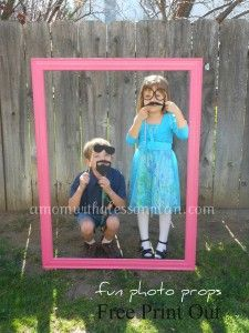 Kids party: How to make a photo booth prop station! I love this idea! I think the kids would have a blast! Tea Party Birthday, Girl Birthday, Birthday Ideas, Photo Props, Photo Booth, Party Frame, Pokemon Party, Party Themes, Party Ideas