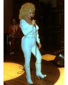 Dolly Parton Filming of Rhinestone Dolly Parton Costume, Dolly Parton Pictures, Jennifer Lopez Photos, Cute Lingerie, Ageless Beauty, Voluptuous Women, Hello Dolly, Hot Outfits, Beautiful Celebrities