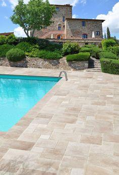 Swimming Pool Tiles, Swiming Pool, Swimming Pools Backyard, Pool Decks, Backyard Patio, Outdoor Pool, Jacuzzi, New Land Rover Defender, Travertine Pavers