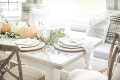 Warm & Simple Fall Tablescape | Recreate this warm & simple fall tablescape to bring rustic charm into your autumn holiday celebrations!