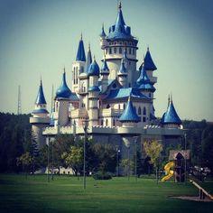 #sato #castle #Eskisehir #gezmekbenimkarekterim #Iliketravelling #travel #trip #vacation #Ilovetravelling #Turkey #farytale #gezmekguzeldir #BHT #dostluk Benim $atom olcak beyaz atli prensim terkisine atcak ve mutlu son  by atmacanergiz