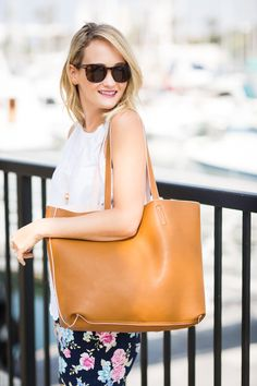 The perfect faux leather reversible tote great for traveling or to work - The Style Editrix