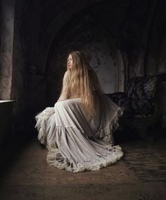 Gorgeously Mysterious, Melancholic and Fine Art Portrait Photography by Nona Limmen #inspiration #photography