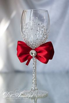 Red Wedding Wine Glasses, Elegant Winter Wedding Decor, Engraved Wine Glasses Crystal, Wine Glasses Personalized Mr and Mrs Wedding, Red Bow Mr And Mrs Wedding, Red Wedding, Wedding Sets, Wedding Bride, Wedding Table, Bride Groom, Wedding Ceremony, Wedding Toasting Glasses, Champagne Flutes