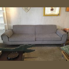 Sofa Aba Medidas: 20 X 85 X 75 Material: MDF, eucalipto, carbono e tecido