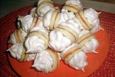 Non plus ultra - fursecuri cu bezea Romanian Desserts, Romanian Food, Romanian Recipes, My Recipes, Dessert Recipes, Non Plus Ultra, Hungarian Recipes, Hungarian Food, Christmas Sweets