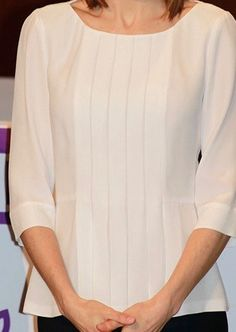 To attend the FEDER Awards, Doña Letizia opted for a simple professional style, wearing a classic combination of white top and navy trousers. The airy pleated front blouse is a new addition to her closet reportedly by Hugo Boss but queenletiziastyle... has been unable to find the blouse in HB current or past inventory. It may be from an upcoming season. The blouse shows all the trademarks of Hugo Boss design, and fuses elements of other two blouses from their current collection. 3/3/2016 