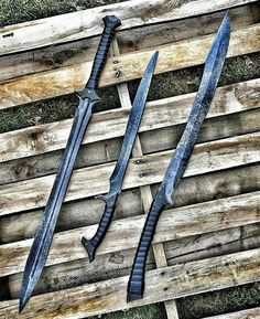 Nantha — Just Pinned to sword: Having sore fingers from… – katana Ninja Weapons, Weapons Guns, Zombie Weapons, Swords And Daggers, Knives And Swords, Katana Swords, Tactical Swords, Cool Swords, Sword Design
