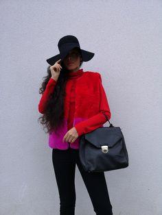 """Il n'y a pas de mode si elle ne descend pas dans la rue"" Coco Chanel. The Parisian capeline is so chic in the French streets. French Luxury Brands, French Street, Love Hat, Coco Chanel, Parisian, This Is Us, Suits, Chic, Shabby Chic"