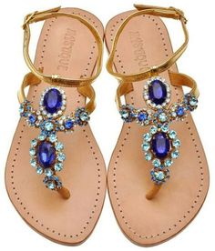 Sandalo beige con pietre blu e azzurre