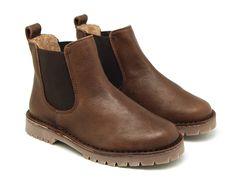 Tienda online de calzado infantil Okaaspain. Diseño y Calidad al mejor precio fabricado en España. Botín con elástico y suela gruesa en piel lisa para niños y niñas.  Envíos gratis en 24,48 horas laborables.