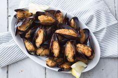 Le cozze fritte sono un antipasto tipico della Puglia, una variante sfiziosa perfetta da preparare in estate per una cena a base di pesce!