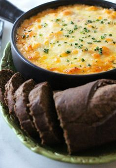 This ooey gooey Classic Reuben Dip is the perfect combination of Swiss cheese, corned beef and sauerkraut, all smothered in a dreamy Thousand Island cream cheese sauce. Irish Recipes, Dip Recipes, Appetizer Recipes, Cooking Recipes, Party Recipes, Recipies, Irish Meals, Scottish Recipes, Recipes Dinner