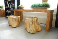 Lara Donatoni Matana works with wood leftovers from furniture manufacturers, pieces of wood found in the surroundings of Cuiaba (state of Mato Grosso), dead or burned trees to make beautiful pieces of art. And now, furniture.