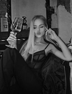 Classy Aesthetic, Bad Girl Aesthetic, Aesthetic Photo, Flipagram Instagram, Foto Glamour, Home Bild, Photographie Portrait Inspiration, Shotting Photo, Black And White Aesthetic