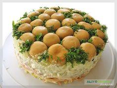 Ингредиенты: грибы - 1 банка лук зеленый и укроп вареное мясо морковь по-корейски - 200 г твердый сыр - 200 г картофель вареный- 3 шт. огурцы маринованные - 3 шт. майонез Приготовление: 1. Главное в…