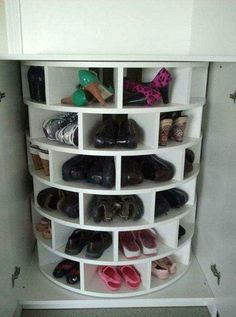 Check out Creative Shoe Storage Ideas For Small Spaces. Here at The Architecture Designs, browse all shoe storage ideas for small spaces. Diy Shoe Storage, Diy Shoe Rack, Storage Shelves, Storage Ideas, Shoe Racks, Garage Storage, Storage Cabinets, Cool Ideas, Ideas Prácticas