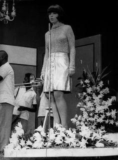 """Nara Leão na noite de apresentação de """"A Banda"""", Festival de Record, 1966"""