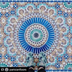#Repost @parisianfloors ・・・ 75005 - Place du puits de l'Ermite  #parisianfloors#ihavethisthingwithfloors#fromwhereistand#selfeet#feetmeetfloors#tiletheworld#paris#mosque#lagrandemosqueedeparis#floor#tiles#mosaic#carrelage#pattern#design#interiordesign#archi#shoes#sneakers#monsieurmoustache