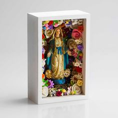 Great idea for displaying small Statues with beautiful scrap jewelry, extra buttons & other findings. Catholic Crafts, Catholic Art, Religious Icons, Religious Art, Home Altar, Tin Art, Arte Popular, Assemblage Art, Mexican Folk Art