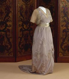 Dress worn by Queen Wilhelmina of the Netherlands, 1913-14, Het Loo Palace (on loan from the Royal Collections, The Hague). Photo: Robert Mulder.