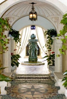 Visit the house of Gianni Versace just to sell for $ 41.5 million
