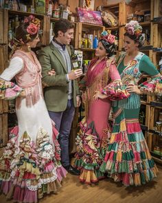 Flamenco Costume, Flamenco Dancers, Flamenco Dresses, Spaniard Women, Spanish Dress, Spanish Fashion, Tribal Dress, Folk Costume, Festival Wear